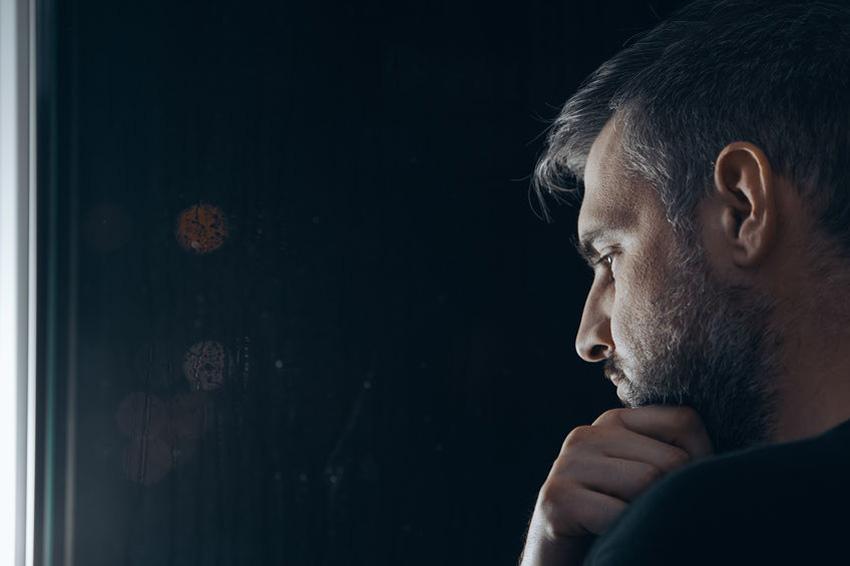 Eenzaamheid - Eenzame mensen moeten hulp durven vragen
